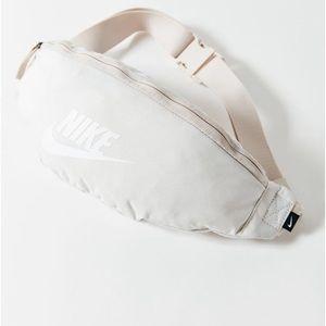 🆕 Nike NWT Sportswear Heritage ivory fanny pack